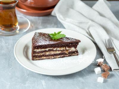 Шоколадный торт с орешками